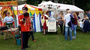 Chin-Up-Uncle-Tacko!-barks-up-a-crowd-at-Paignton-Armed-Forces-Day