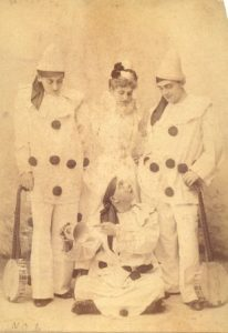 6. Clifford Essex's 'Royal Pierrots' - carte postale, circa 1894 2
